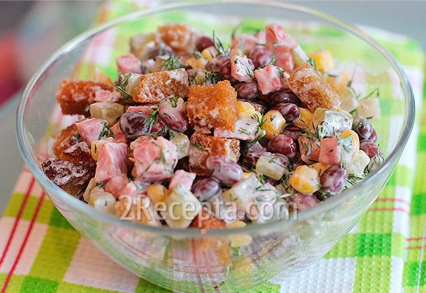 салат с фасоли и сухариков