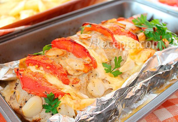 мясо в духовке с сыром помидорами и картошкой